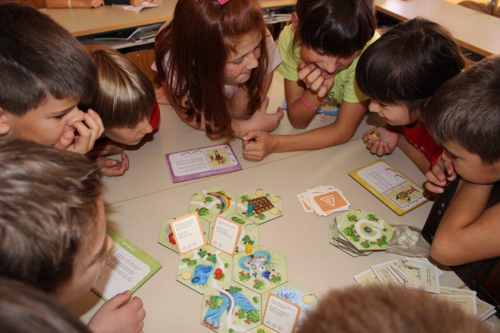 djeca igraju Čiri-biri bajku
